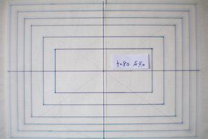 焦点距離80mm、F値4.0の凸レンズ