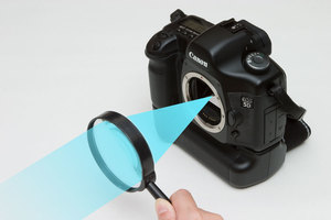 Image of how to shoot using only one convex lens.